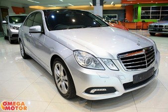 mobil bekas MERCEDES BENZ E300 AVANTGARDE PANORAMIC AT (KM 32.000)