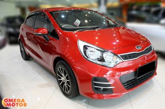mobil bekas ALL NEW KIA RIO 1.4 5 DOORS MT FACELIFT (KM 5.000)
