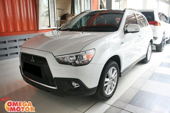 Omega Mobil MITS. OUTLANDER 2.0 PX FACELIFT PANORAMIC AT (KM 65.848)