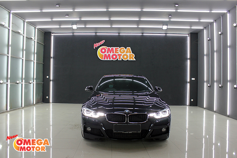 Omega Mobil BMW 330I LCI PERFORMANCE AT (KM 4.672)
